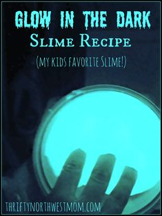 Glow In the Dark Slime Recipe Did you know that Elmers makes Glow in the Dark Glue! My kids where so excited when we found out about this, because they immediately thought of making Glow Slime Craft, Diy Slime, Playdough Slime, Homemade Slime, Glow In Dark Slime, Easy Slime Recipe, Fluffy Slime Recipe, Slime And Squishy, Slime Kit