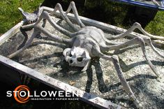 How To tutorial for making papier mache spiders Creepy Halloween Props, Halloween Spider, Halloween Art, Spider Decorations, Diy Halloween Decorations, Crafts To Do, Spiders, Clay, Animals