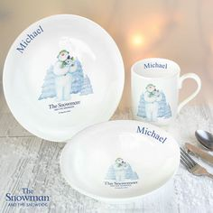 Our The Snowman and the Snowdog Breakfast Set is a stunning gift that will make an ideal Christmas gift.This breakfast set can be personalised with a name u Babys 1st Christmas, Christmas Brunch, Christmas Gifts For Kids, Christmas Themes, Christmas Breakfast, Christmas 2016, Personalised Christmas Decorations, Personalized Christmas Gifts, Breakfast Set