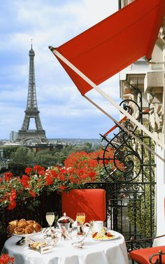Hotel Plaza Athenee- the best place to stay and to see the Eiffel Tower (good for families, too) and the sight of SITC when it was shot in Paris. Torre Eiffel Paris, Paris Eiffel Tower, Eiffel Towers, Plaza Athenee Paris, Brunch In Paris, Paris Dinner, Hotel Plaza, Plaza Suite, I Love Paris
