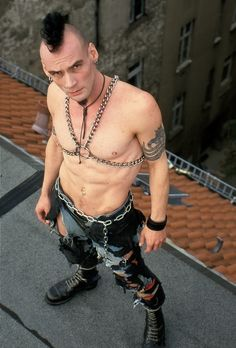 Slave boy with mohawk and chains Punk Mohawk, Undercut Mohawk, Punk Guys, Standing At Attention, Outdoor Men, Biker Leather, Skinhead, Real Man, Punk Rock