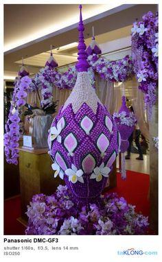 พานพุ่มม่วง Flower Garlands, Flower Decorations, Wedding Decorations, My Flower, Flower Art, Flora Design, Fruit Flowers, Thai Art, Unique Flowers