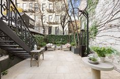 The New York City townhouse that two-time Academy Award winner Hillary Swank and Chad Lowe shared when they were married is back on the market for $10.955 million. In 2002, they purchased the residence for $3.9 million and parted ways with it four years later for $8.25 million.