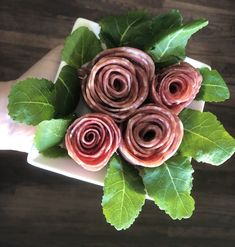 Roses Valentines Day, Valentine Treats, How To Make Salami, Making A Bouquet, Meat Appetizers, Veggie Tray, Baby Spinach, Charcuterie Board, Rose Bouquet