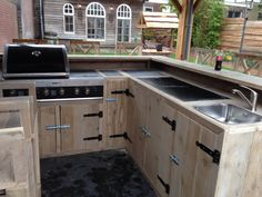 Outdoor kitchens are the perfect way to enhance patios, yards and outdoor spaces. Most homeowners also consider paradise outdoor. Backyard Plan, Backyard Patio, Outdoor Spaces, Outdoor Living, Outdoor Decor, Eat At Joe's, Custom Bbq Pits, Pergola, Outdoor Kitchen Bars