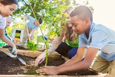 Food Tank has put together a list of organizations providing food and nutrition education to children across the world. Nutrition Education, Kids Nutrition, Nutrition Tips, Healthy Kids, How To Stay Healthy, Healthy Weight, Build A Better World, Earth Day Activities, Summer Activities