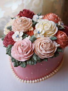 The heart shape Flower Cake.  Butter cream cake  Made by Alice.