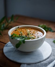 Very rare recipes are as addictive as this red lentil soup. The soup contains warming spices which make you feel better at winter time. Veggie Recipes, Vegetarian Recipes, Healthy Recipes, Veggie Food, Delicious Recipes, Red Lentil Soup, Weird Food, Soup And Salad, Lentils