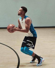 Basketball Moves, Street Basketball, Basketball Is Life, Basketball Pictures, Sports Basketball, Basketball Players, Stephen Curry Family, Nba Stephen Curry, Stephen Curry Haircut