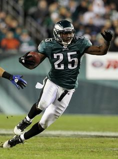 0634dedf3 LeSean McCoy  25  All Pro Running Back of the Philadelphia Eagles Look out  he
