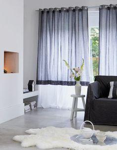 curtains! onder het raam een andere kleur - over de hele breedte van de wand