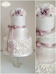Award winning bespoke wedding cakes designer serving Bristol, Gloucestershire, Bath, Somerset & The Cotswolds, Elegant & Beautiful wedding cakes for your special day