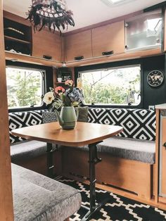 Tiny House Living, Rv Living, My Living Room, Caravan Makeover, Caravan Renovation, Vw T1 Camper, House With Land, Airstream Living, Van Home