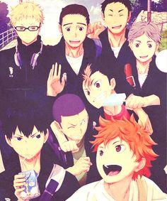Karasuno! ONE BIG HAPPY FAMILY!! :3