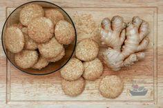 Recept na výborné lehce pikantní křehké zázvorové sušenky. Recept obsahuje i skvělou bezlepkovou variantu. Paleo, Ice Cream, Cookies, Desserts, Recipes, Food, Ice Candy, Tailgate Desserts, Gelato