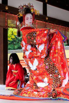 Japanese Design, Japanese Art, Traditional Dresses, Traditional Art, Japanese Princess, Kabuki Costume, Susanoo Naruto, Geisha Japan, Japan Woman