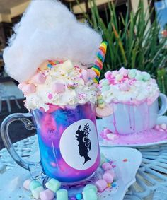 Shake up the weekend and make things magical with some Unicorn shakes!🦄 @cremeandsugaroc.���