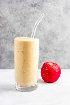 Apple pie smoothie recipe recipe (gluten free) Tastes like fall in a glass! So healthy and yummy! Apple Pie Smoothie, Milkshake Recipes, Smoothie Drinks, Smoothies, Recipes Breakfast Video, Breakfast Smoothie Recipes, Chocolate Snacks, Chocolate Recipes, Smoothie