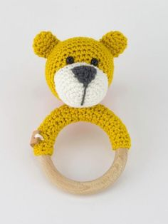 Rattle Bear Bram is crochet with coton and a mm crochet hook and is about 11 cm tall. ​You need also for this rattle a wooden ring with a diameter of 7 cm and a rattle beading. ​If necessary you can sew a leather label on the rattle. Baby Boy Gifts, Toddler Gifts, Crochet Yarn, Crochet Toys, Patron Crochet, Newborn Toys, Crochet Pumpkin, Newborn Crochet, Baby Rattle