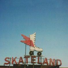 Vintage skate sign by Jen Gotch Roller Derby, Roller Skating, Skating Rink, Roller Rink, 70s Aesthetic, Aesthetic Vintage, Arte Do Hip Hop, Shooting Photo, Roadside Attractions