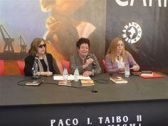"""Presentando """"La leyenda del enmascarado"""" en la Semana Negra, con Lourdes Ortiz y Teresa Galeote, 15 de julio de 2016."""