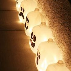 50 Cheap and Easy Outdoor Halloween Decor DIY Ideas - Prudent Penny Pincher - Diy Halloween