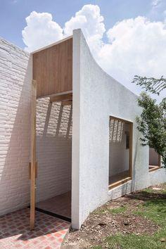 Lanza Atelier renovates a house in Mexico
