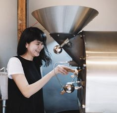 Impromptu roast session! We dropped by legends @melcoffeeroasters yesterday and owner Masa san was kind enough to give us a sneak peak into his roasting process Look at Misako's smile  昨日大阪のMel Coffee Roasterにお立ち寄りした際にオーナーMasaさんに焙煎のプロセスを見学させていただきましたこれにはバリスタMisakoも笑顔ありがとうございました
