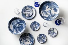 Simple Life Ebru ceramic plates in blue marble effect