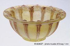 François Décorchemont Coupe en 1913 pâte de verre H. 0.073 ; ø. 0.169 musée d'Orsay, Paris, France