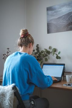 woman in blue sweater sitting in front of laptop computer photo – Free Computer Image on Unsplash Office Images, Office Pictures, Home Pictures, Scott Kelly, Bad Abbach, Home Office, Nasa, Tips Instagram, Computer Photo
