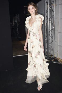 Alexander McQueen Spring 2016 Ready-to-Wear Beauty Photos - Vogue