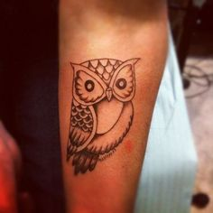 39 Fantastic Small Owl Tattoos - Owl patterns are sought-after due to their beauty and the wide range of areas of the application. Recently, small owl tattoos have become extremely voguish. It has been proved that one of the main connotations … New Tattoos, Small Tattoos, Girl Tattoos, Tattoos For Women, Back Of Shoulder Tattoo, Shoulder Tattoos, Tiny Owl Tattoo, Cardinal Tattoos, Sister Tat