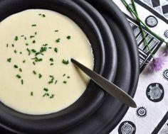 Vichyssoise ♥ KitchenParade.com, a simple but sublime potato and leek soup…