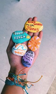 Fun Diy Crafts fun diy crafts to do when bored Fun Diy Crafts, Rock Crafts, Arts And Crafts, Stone Crafts, Camping Crafts, Rock Painting Designs, Ideas For Painting Rocks, Rock Painting Patterns, Happy Vibes
