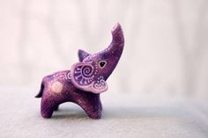 2 inch in length velvet clay acrylic. I can send it in a way as it is now (Wi DIY Kreativ Polymer clay / Fimo Cute Polymer Clay, Polymer Clay Animals, Cute Clay, Polymer Clay Miniatures, Polymer Clay Crafts, Diy Clay, Polymer Clay Elephant, Clay Dragon, Clay Figurine