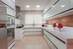 A cozinha é um ambiente importante e o piso desse cômodo é um detalhe que deve ser definido com cuidado, pois precisa ser resistente e fácil de limpar.