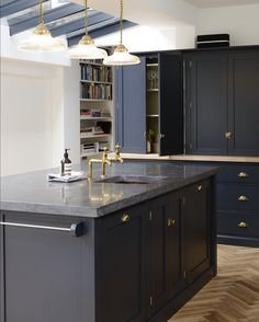 Dark Kitchen A Beautiful Shaker Kitchen Design by Devol … Belgium Blue Blue Shaker Kitchen, Black Granite Kitchen, Navy Kitchen, Black Kitchens, Charcoal Kitchen, Home Interior, Kitchen Interior, Kitchen Decor, Kitchen Wood