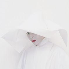 05 The Divine Bride Praying. Self-portrait, 2003 C-print mounted on aluminium and Diasec, 120 x 120 cm Cliquez pour voir l'image en taille réelle