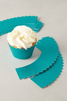 Glitter scalloped cupcake wrappers http://rstyle.me/n/vf349nyg6