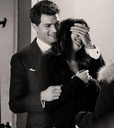 Christian Grey i Anastazja Steel  50 Twarzy Greya - Premiera w Walentynki 2015!  Akcesoria erotyczne 50 Twarzy Greya: http://www.sexgadzet.pl/pl/c/50-twarzy-Greya-akcesoria-erotyczne-Fifty-Shades-of-Grey/160