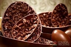 Receita de Ovo de Páscoa recheado com crocante de Bis em receitas de doces e sobremesas, veja essa e outras receitas aqui!