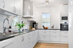 Älvsbyhus kök modell Tyr New Homes, Kitchen Cabinets, Kitchen Inspiration, Dreams, Home Decor, Model, Kitchen Cupboards, Homemade Home Decor, New Home Essentials