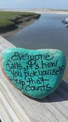 Pick yourself up rock sayings, rock quotes, short quotes, pebble painting, pebble Pebble Painting, Pebble Art, Stone Painting, Rock Painting Ideas Easy, Rock Painting Designs, Stone Crafts, Rock Crafts, Rock Sayings, Rock Quotes