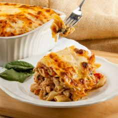 Not only is this cheesy skinny baked ziti only 235 calories a generous serving, it's easy to make and can be prepared up to 2 days in advance! Yummy Pasta Recipes, Beef Recipes, Vegetarian Recipes, Cooking Recipes, Italian Recipes, Recipies, Baked Ziti, Healthy Dishes, Healthy Meals