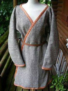 male Kaftan from Birka. I want to make one to put underneath my Japanese garb in winter...