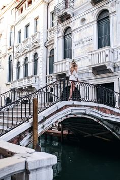 Twirling around, Venice, Italy: http://www.ohhcouture.com/2016/07/monday-update-27/   #ohhcouture #leoniehanne