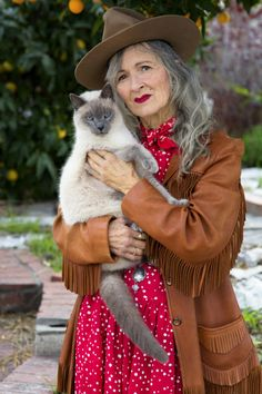 Advanced Pets: Mara and Bruiser - Advanced Style Stylish Outfits, Cute Outfits, Free Spirited Woman, Advanced Style, Daily Fashion, Funky Fashion, Street Fashion, Professional Women, Casual Street Style