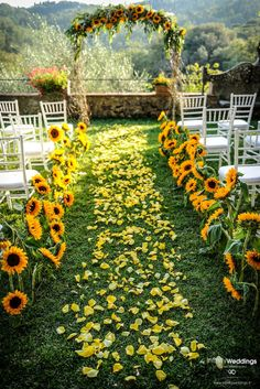 Authentic Tuscan style wedding with lots of sunflowers and yellow rose petals Infinity Weddings Events Wedding Ceremony Ideas, Wedding Scene, Wedding Bells, Wedding Table, Wedding Events, Wedding Church, Party Wedding, Wedding Bride, Sun Flower Wedding