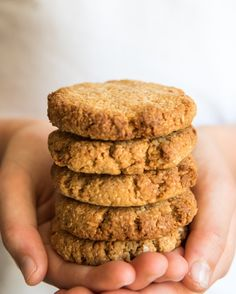 Quick and Easy Anzac Biscuits. So simple and so delicious! Perfect for snacks and school lunch boxes. Free from wheat, dairy, egg, nuts and refined sugar. Oats Recipes, Raw Food Recipes, Cookie Recipes, Free Recipes, Kid Recipes, Simply Recipes, Desert Recipes, Lunch Recipes, Recipies